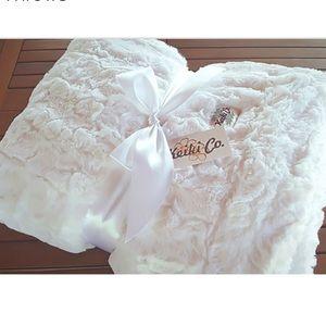 Oversized White Throw Blanket